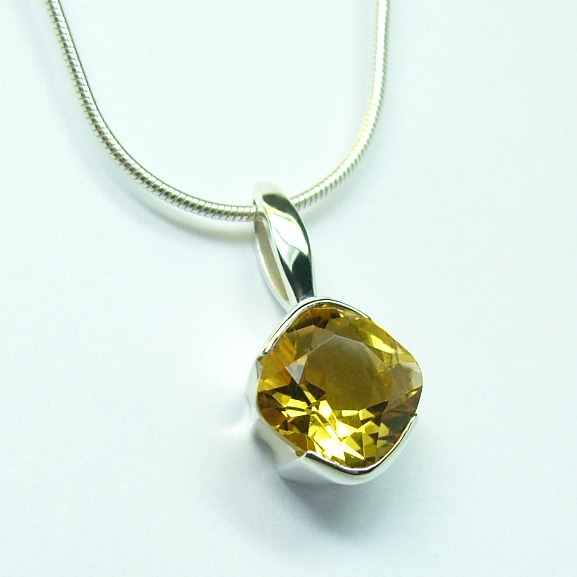 citrine_8mm_x_8mm_silver_cocktail_pendant