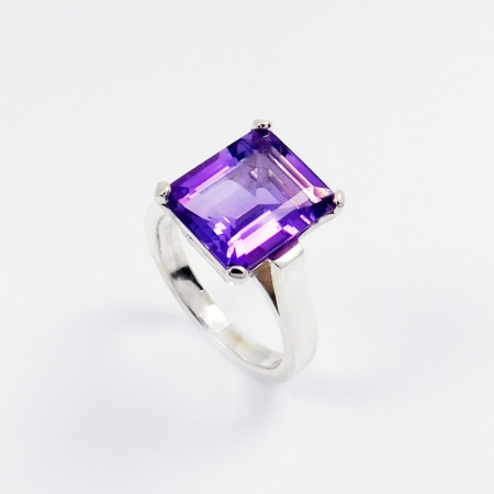 emerald_cut_amethyst_cocktail_ring_crop
