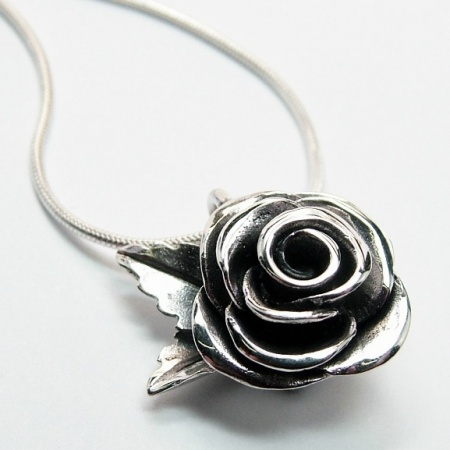rose_pendant_crop