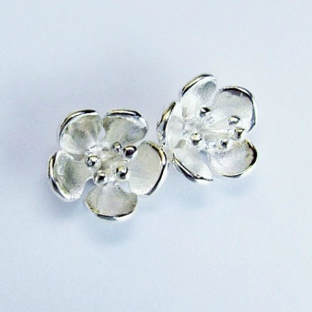 small_hawthorn_stud_earrings_crop